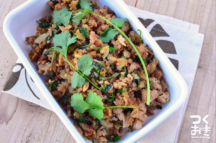 ラープ(パクチーとひき肉の炒め物)の料理写真