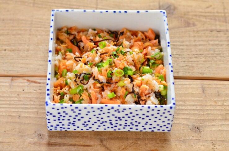 ほぐし鮭と塩昆布の混ぜご飯