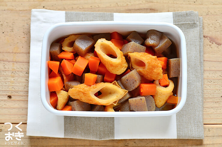 定番お惣菜。ちくわとこんにゃくの煮物の料理写真