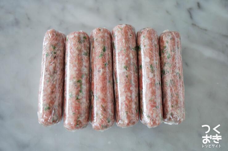 豚肉の手作りソーセージ風のラップ包み写真