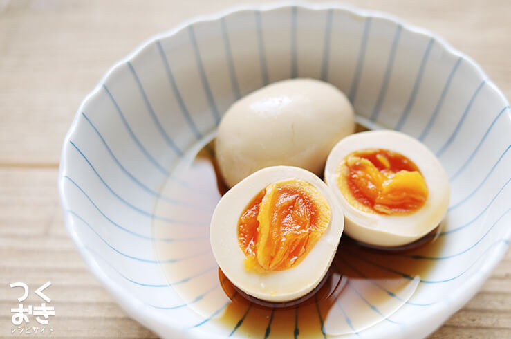 だしがきいた半熟煮卵(味玉)の料理写真