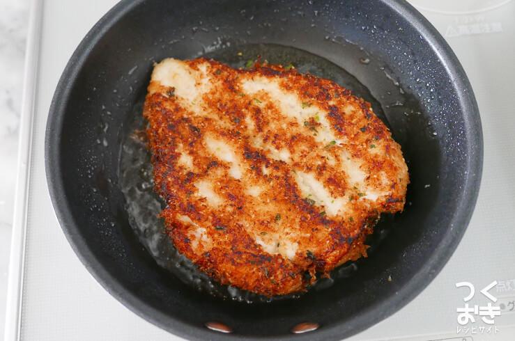 鶏肉のチーズパン粉焼きの料理手順その4
