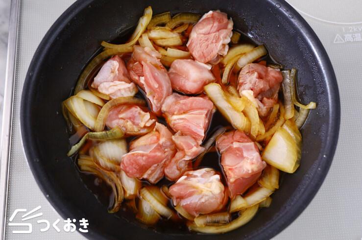 鶏肉とたまねぎの卵とじの料理手順その1