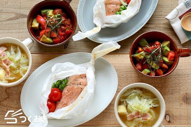鮭とたまねぎの包み焼き定食の献立写真