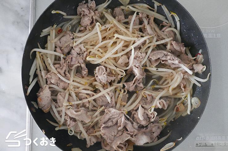 豚肉ともやしのにんにく醤油炒めの手順写真その4