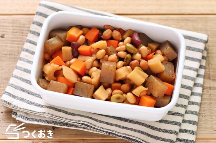 お豆と根菜の煮物の料理写真