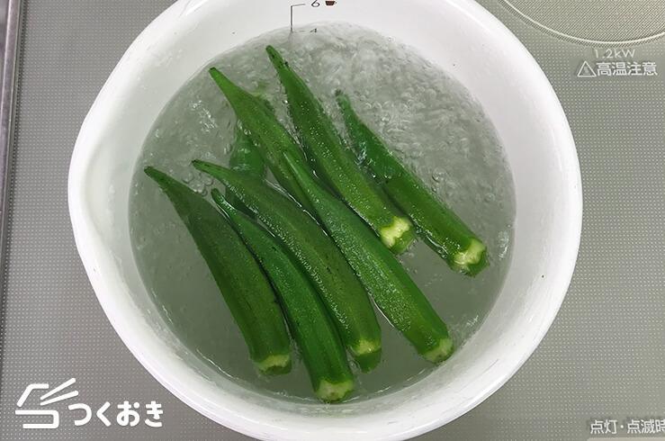 オクラとささみの梅おかかポン酢和えの手順写真その2