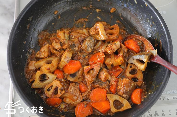 サバ缶と根菜の和風カレー炒め煮の手順写真その3