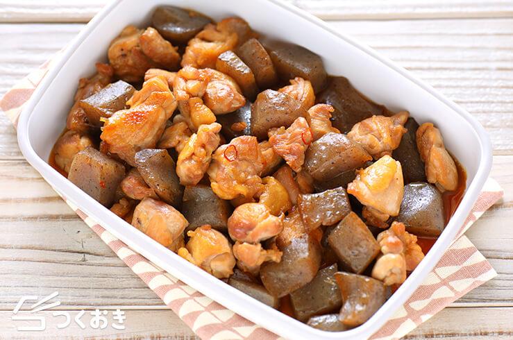 鶏肉とこんにゃくの炒り煮の料理写真