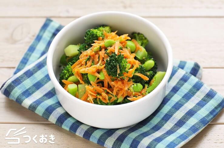 ブロッコリーとにんじんのごまサラダの料理写真