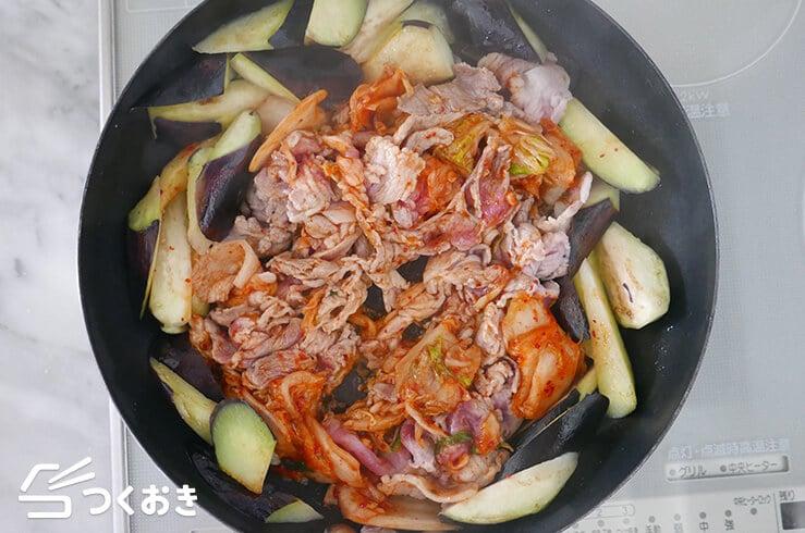 豚肉となすのキムチ炒めの手順写真その3