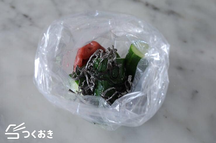 たたききゅうりの梅塩こんぶ和えの手順写真その2