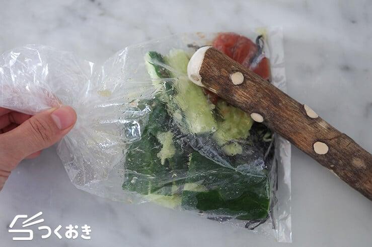 たたききゅうりの梅塩こんぶ和えの手順写真その3
