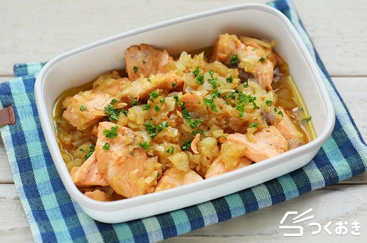 鮭のたまねぎ煮込みの料理写真