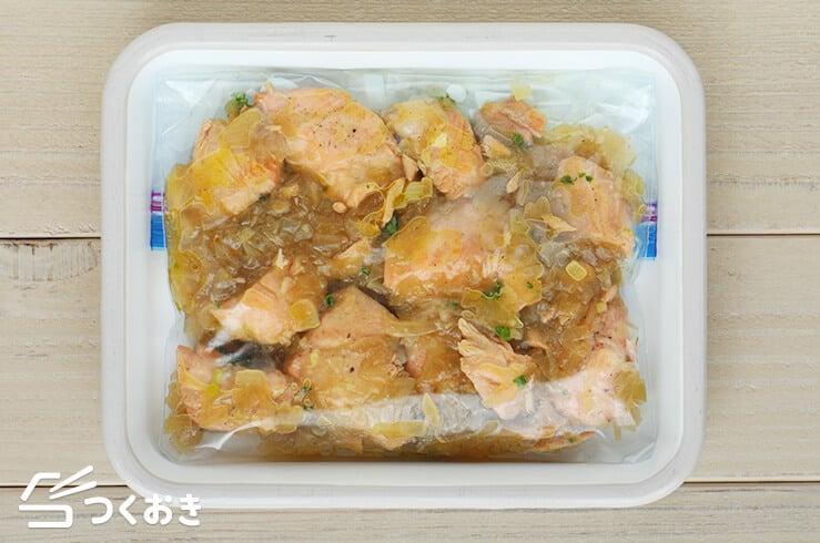 鮭のたまねぎ煮込みの冷凍写真