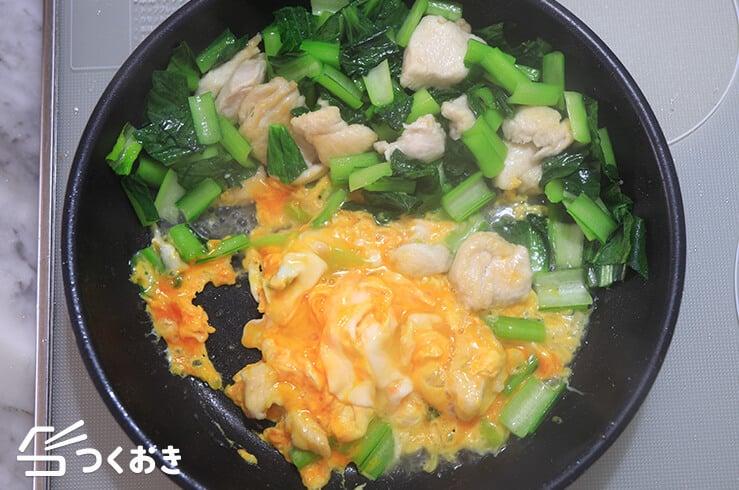 鶏肉と小松菜のたまご炒めの手順写真その3