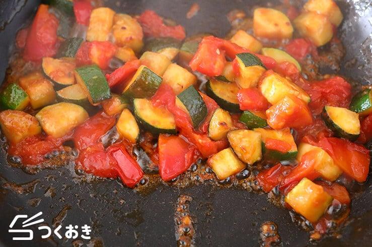 ズッキーニのトマト炒めの手順写真その2