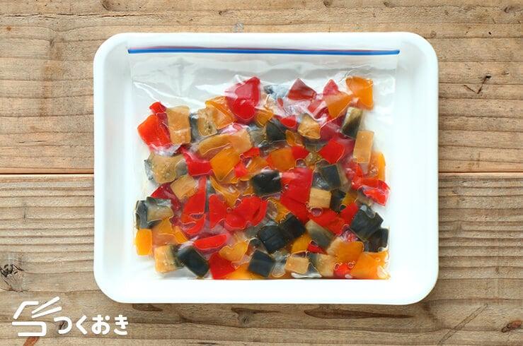 なすとパプリカの甘酢炒めの冷凍写真