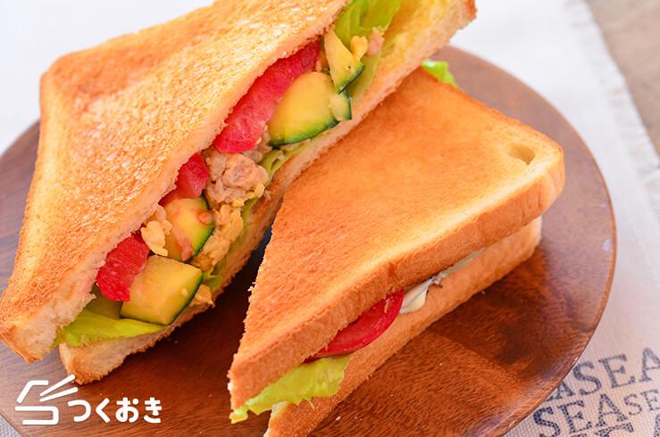 ズッキーニと卵のマヨチーズ炒めのサンドイッチ