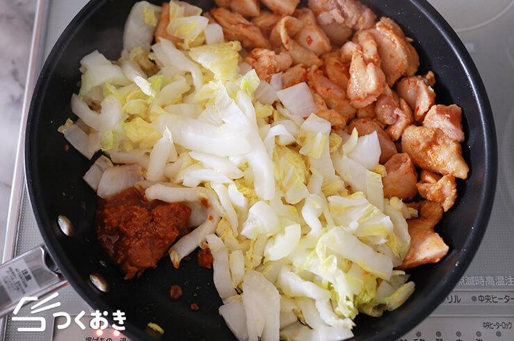 鶏肉と白菜のピリ辛みそ炒めの手順写真その3
