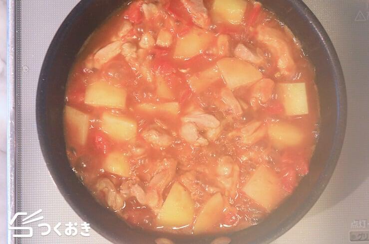 鶏肉とじゃがいものトマト炒めの料理手順その4