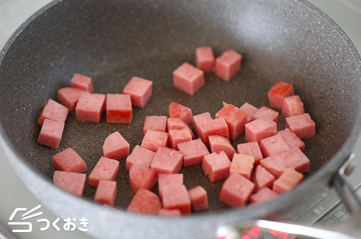 ランチョンミートとアボカドの照り焼き丼の料理手順その1