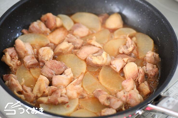 鶏肉と大根のバター醤油炒めの手順写真その2