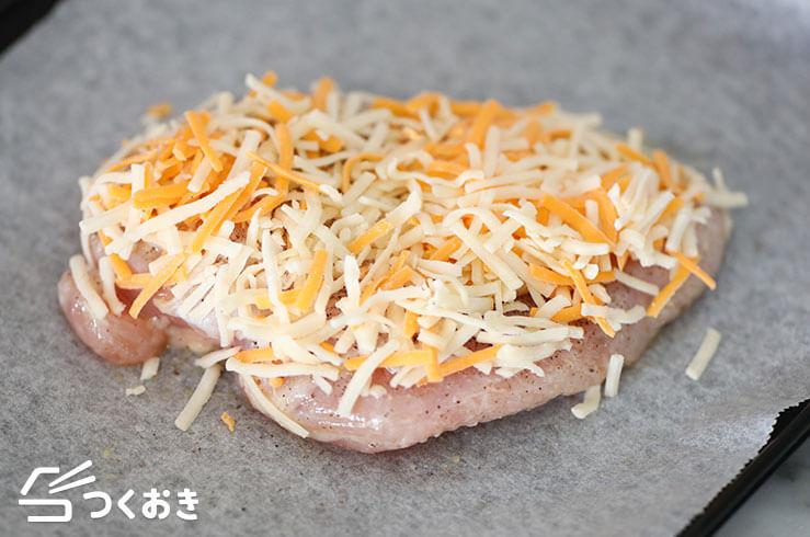 鶏むね肉のレモンペッパーチーズ焼きの手順写真その2