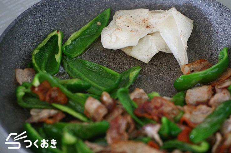 豚バラとピーマンのうま塩炒めの手順写真その3
