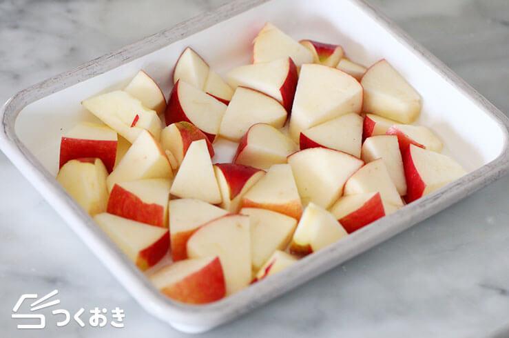 りんごとさつまいものサラダの手順写真その1