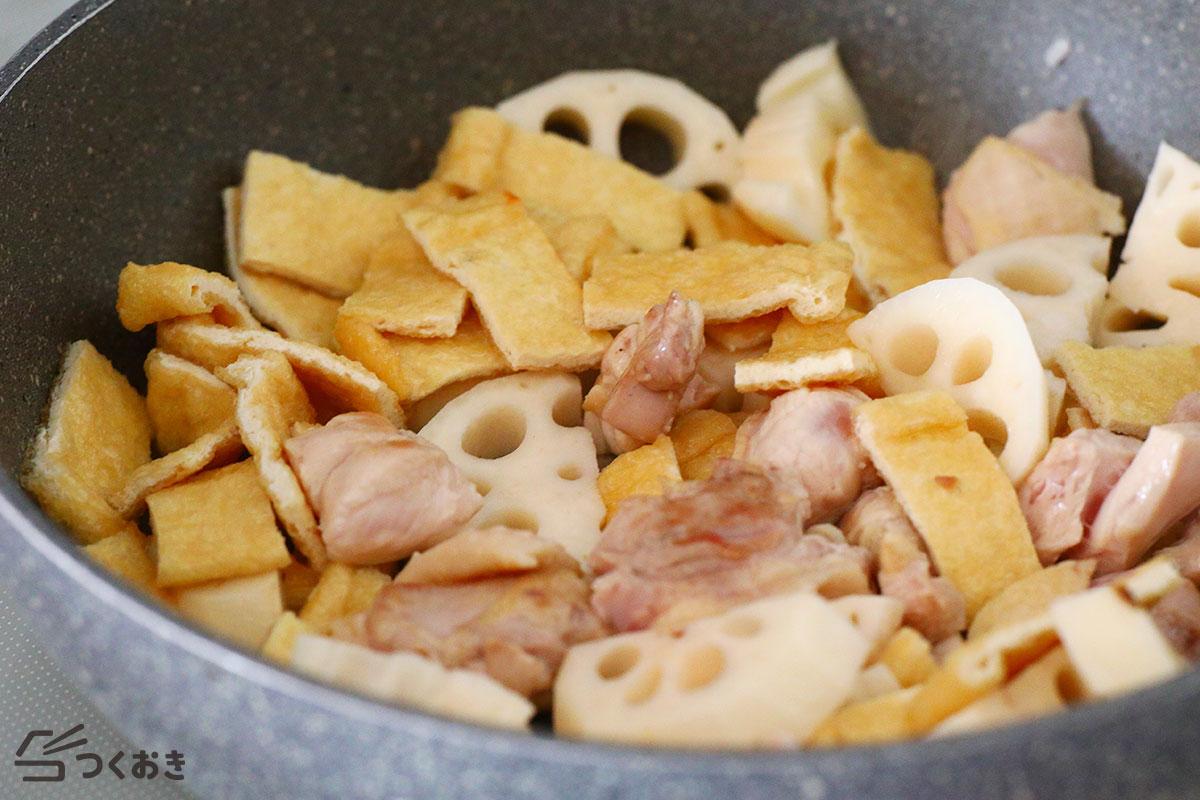 れんこんと鶏肉と油揚げの煮物の手順写真その2