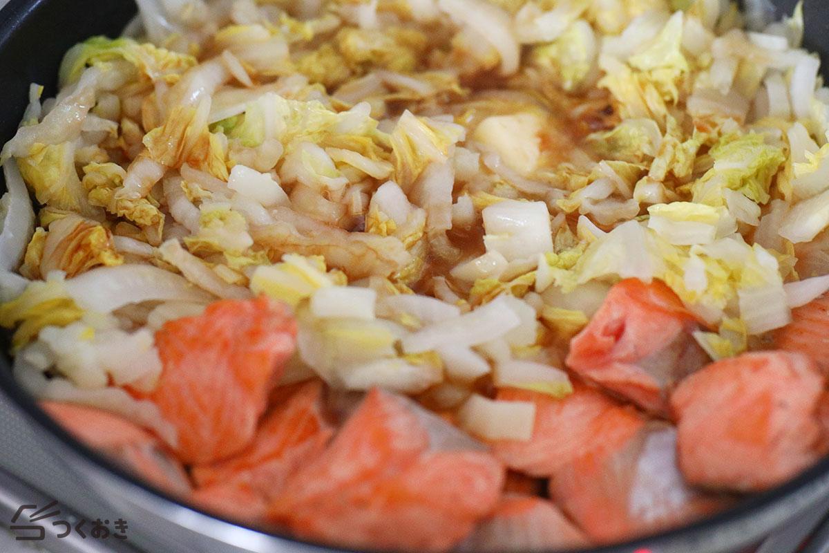 鮭と白菜のめんつゆバター炒めの手順写真その4