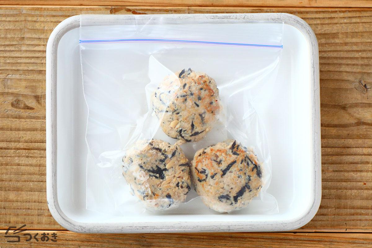 お豆とひじきのポークハンバーグの冷凍保存写真