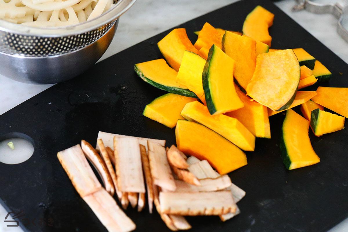 かぼちゃ・れんこん・ごぼうの甘酢ホットサラダの手順写真その1