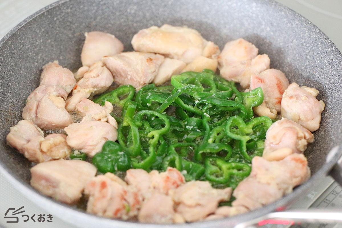 鶏肉とピーマンの塩こうじわさび漬けの手順写真その1