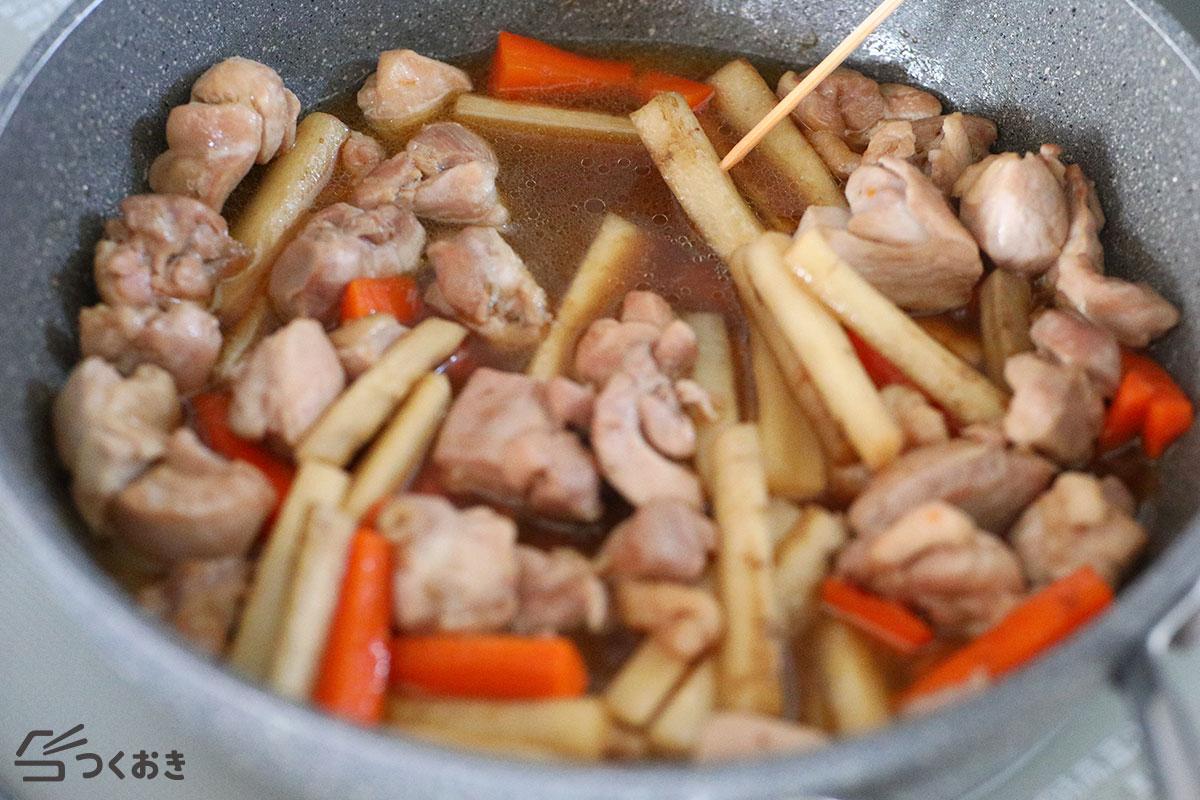 鶏ごぼうのめんつゆ炒め煮の手順写真その3