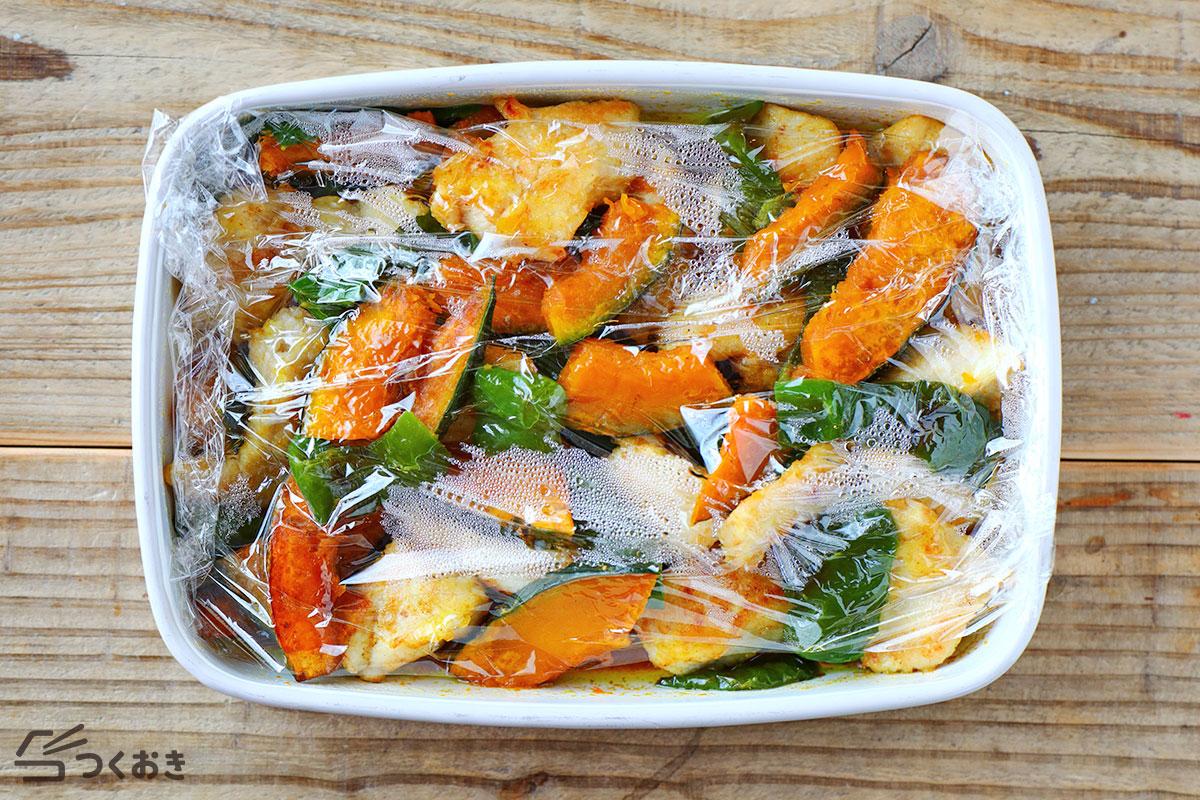 鶏むね肉と夏野菜の和風カレーマリネの冷蔵保存写真