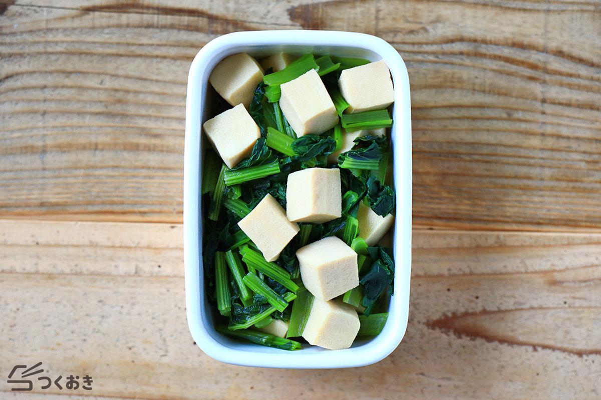小松菜と高野豆腐のふくめ煮の冷蔵保存写真