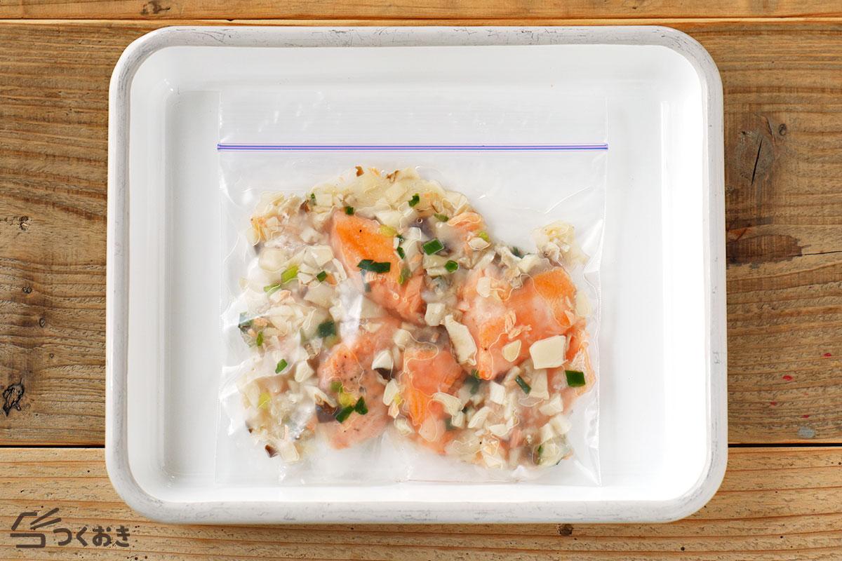 鮭とエリンギの白だし甘酢あんの冷凍保存写真